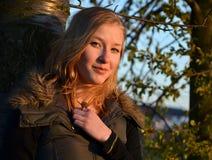 Κορίτσι στο δέντρο Στοκ εικόνες με δικαίωμα ελεύθερης χρήσης