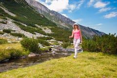 Κορίτσι στο βουνό Pirin στοκ φωτογραφίες με δικαίωμα ελεύθερης χρήσης
