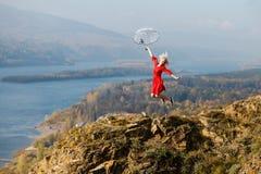 Κορίτσι στο βράχο Στοκ φωτογραφίες με δικαίωμα ελεύθερης χρήσης