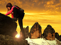 Κορίτσι στο βράχο Στοκ φωτογραφία με δικαίωμα ελεύθερης χρήσης