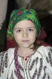 Κορίτσι στο εθνικό ρουμανικό κοστούμι Στοκ εικόνα με δικαίωμα ελεύθερης χρήσης