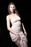 Κορίτσι στο ελαφρύ φόρεμα Στοκ φωτογραφία με δικαίωμα ελεύθερης χρήσης