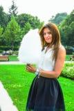 Κορίτσι στο θερινό πάρκο Στοκ φωτογραφίες με δικαίωμα ελεύθερης χρήσης