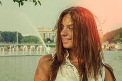 Κορίτσι στο θερινό πάρκο Στοκ εικόνα με δικαίωμα ελεύθερης χρήσης
