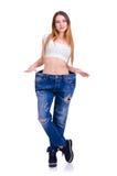 Κορίτσι στο μεγάλο μέγεθος τζιν παντελόνι σε ένα άσπρο υπόβαθρο Στοκ φωτογραφίες με δικαίωμα ελεύθερης χρήσης