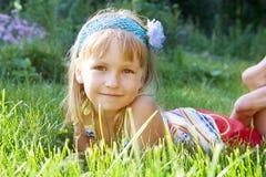 Κορίτσι στο πάρκο στοκ εικόνες