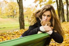 Κορίτσι στο πάρκο Στοκ φωτογραφίες με δικαίωμα ελεύθερης χρήσης