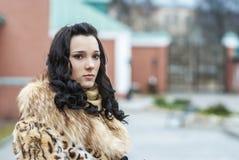 Κορίτσι στο παλτό γουνών Στοκ Εικόνα