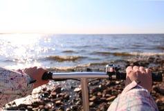Κορίτσι στο ποδήλατο Στοκ φωτογραφίες με δικαίωμα ελεύθερης χρήσης