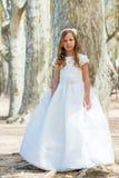 Κορίτσι στο πρώτο φόρεμα κοινωνίας. Στοκ εικόνες με δικαίωμα ελεύθερης χρήσης