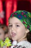 Κορίτσι στο ρουμανικό εθνικό κοστούμι Στοκ Φωτογραφίες