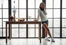 Κορίτσι στο σπίτι Στοκ Εικόνες