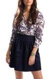 Κορίτσι στο τυπωμένο πουκάμισο Στοκ Εικόνες