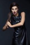 Κορίτσι στο φανταχτερό φόρεμα δέρματος Στοκ εικόνες με δικαίωμα ελεύθερης χρήσης