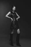 Κορίτσι στο φανταχτερό φόρεμα δέρματος Στοκ Φωτογραφίες