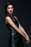 Κορίτσι στο φανταχτερό φόρεμα δέρματος Στοκ εικόνα με δικαίωμα ελεύθερης χρήσης