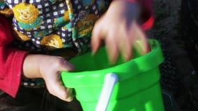 Κορίτσι στο Sandbox απόθεμα βίντεο