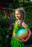 κορίτσι σφαιρών λίγα Στοκ φωτογραφίες με δικαίωμα ελεύθερης χρήσης