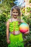 κορίτσι σφαιρών λίγα στοκ εικόνα με δικαίωμα ελεύθερης χρήσης
