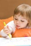 κορίτσι σχεδίων μωρών Στοκ φωτογραφία με δικαίωμα ελεύθερης χρήσης