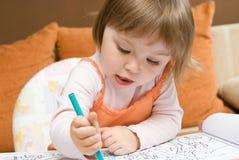 κορίτσι σχεδίων μωρών Στοκ εικόνα με δικαίωμα ελεύθερης χρήσης