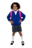 Κορίτσι σχολείων πρωτοβάθμιας εκπαίδευσης που θέτει με βεβαιότητα Στοκ φωτογραφία με δικαίωμα ελεύθερης χρήσης