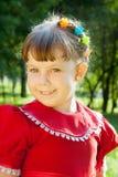 Κορίτσι την ημέρα λιβαδιών την άνοιξη στοκ φωτογραφία