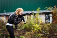 Κορίτσι της Νίκαιας με τα όπλα Στοκ φωτογραφία με δικαίωμα ελεύθερης χρήσης
