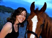 κορίτσι το άλογό της Στοκ φωτογραφία με δικαίωμα ελεύθερης χρήσης