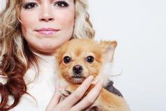 κορίτσι το κατοικίδιο ζώ&o Στοκ Εικόνες