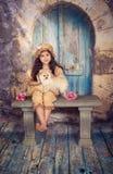 κορίτσι το κουτάβι της Στοκ εικόνα με δικαίωμα ελεύθερης χρήσης