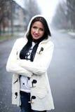 Κορίτσι το χειμώνα στην οδό Στοκ εικόνες με δικαίωμα ελεύθερης χρήσης