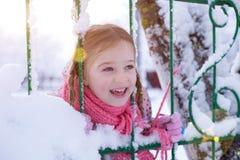 Κορίτσι το χειμώνα στον ήλιο στοκ φωτογραφία με δικαίωμα ελεύθερης χρήσης