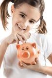 κορίτσι τραπεζών λίγα piggy Στοκ φωτογραφία με δικαίωμα ελεύθερης χρήσης