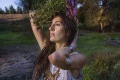Κορίτσι τσιγγάνων στο δάσος Στοκ Εικόνες