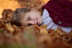 κορίτσι φθινοπώρου λίγα Στοκ Φωτογραφίες