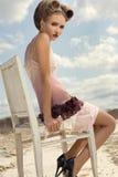 κορίτσι φορεμάτων κρέμας Στοκ εικόνες με δικαίωμα ελεύθερης χρήσης