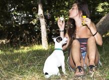 Κορίτσι φυσαλίδων σαπουνιών στοκ φωτογραφία με δικαίωμα ελεύθερης χρήσης