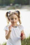 κορίτσι φυσαλίδων χτυπημάτων λίγο σαπούνι Στοκ φωτογραφίες με δικαίωμα ελεύθερης χρήσης