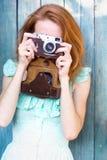 κορίτσι φωτογραφικών μηχανών αναδρομικό Στοκ Εικόνες