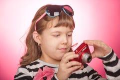 κορίτσι φωτογραφικών μηχανών Στοκ φωτογραφία με δικαίωμα ελεύθερης χρήσης