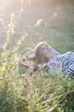 Κορίτσι χίπης-ύφους Στοκ φωτογραφία με δικαίωμα ελεύθερης χρήσης