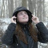Κορίτσι & χιόνι Στοκ φωτογραφία με δικαίωμα ελεύθερης χρήσης