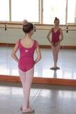 κορίτσι χορευτών μπαλέτο&up Στοκ εικόνα με δικαίωμα ελεύθερης χρήσης