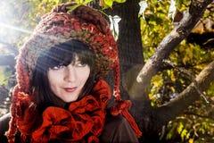 Κορίτσι Χριστουγέννων στο κόκκινο Στοκ φωτογραφία με δικαίωμα ελεύθερης χρήσης