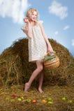 Κορίτσι χώρας στο σανό στοκ εικόνες με δικαίωμα ελεύθερης χρήσης