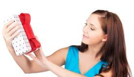 κορίτσι δώρων κιβωτίων ευ&t στοκ φωτογραφία με δικαίωμα ελεύθερης χρήσης