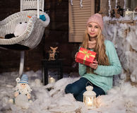 κορίτσι δώρων Χριστουγέννων κιβωτίων Στοκ Εικόνα