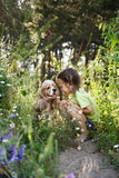 κορίτσι 2 σκυλιών λίγα στοκ εικόνες