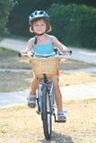 κορίτσι 3 ποδηλάτων στοκ εικόνες